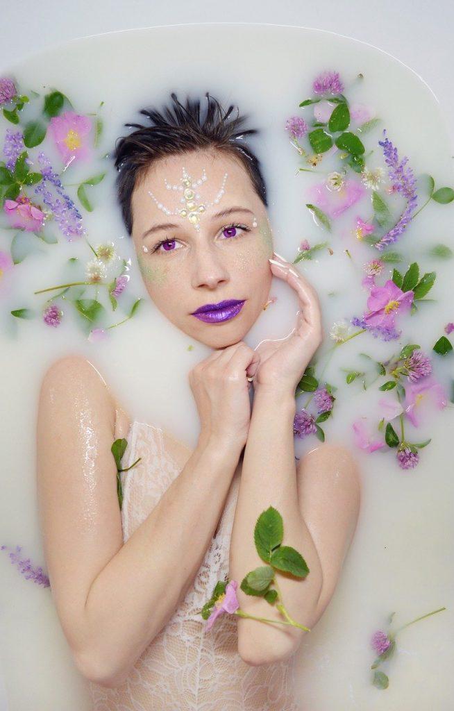 the girl in the bathtub, milk bath, leaves